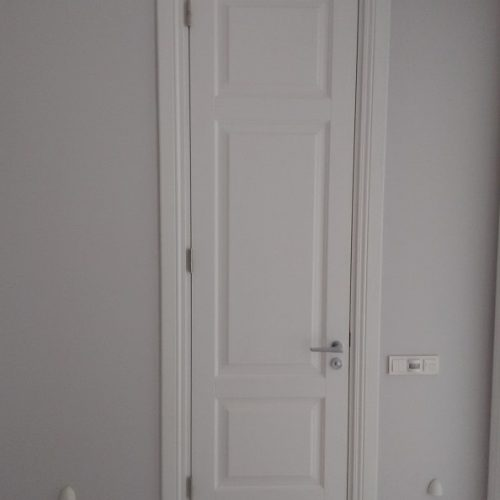 Baltas durvis (2)