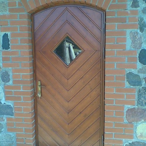 Durvis viens attēls (2)